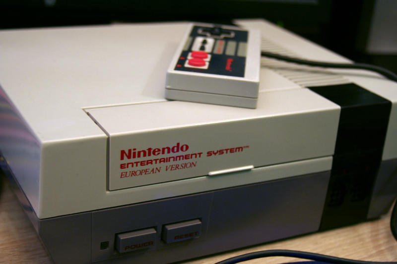 A picture of Nintendo Entertainment System console with a pad